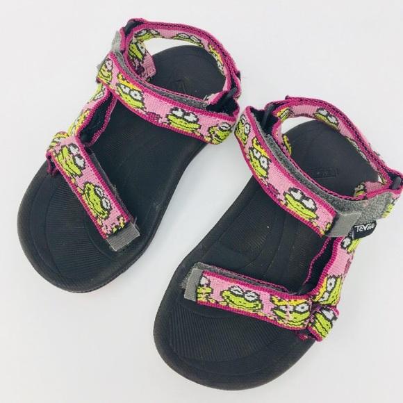 c7d5d60d TEVA Toddler Girl Frog Pattern Sandals. M_5a88c3e636b9de0563f8262d